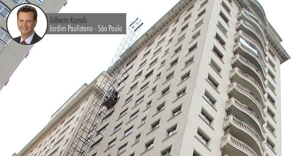 Condomínio onde mora o prefeito de São Paulo, Gilberto Kassab (PSD), no Jardim Paulistano, zona oeste de São Paulo. O imóvel fica bem ao lado do shopping Iguatemi e do Esporte Clube Pinheiros, espaços de lazer da classe alta paulistana. O valor do apartamento declarado à Receita é de R$ 743 mil (o valor informado à Receita não está corrigido, por isso é inferior ao valor comercial atual)