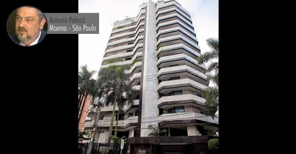 Prédio onde o ex-ministro da Casa Civil Antonio Palocci aluga um apartamento, em Moema, bairro com o maior IDH (Índice de Desenvolvimento Humano) de São Paulo. O imóvel que Palocci alugou --avaliado em R$ 4 milhões-- estava em nome de laranjas