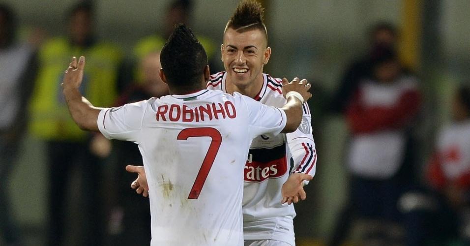 Robinho comemora com El Shaarawy gol do Milan na vitória por 3 a 1 sobre o Catania