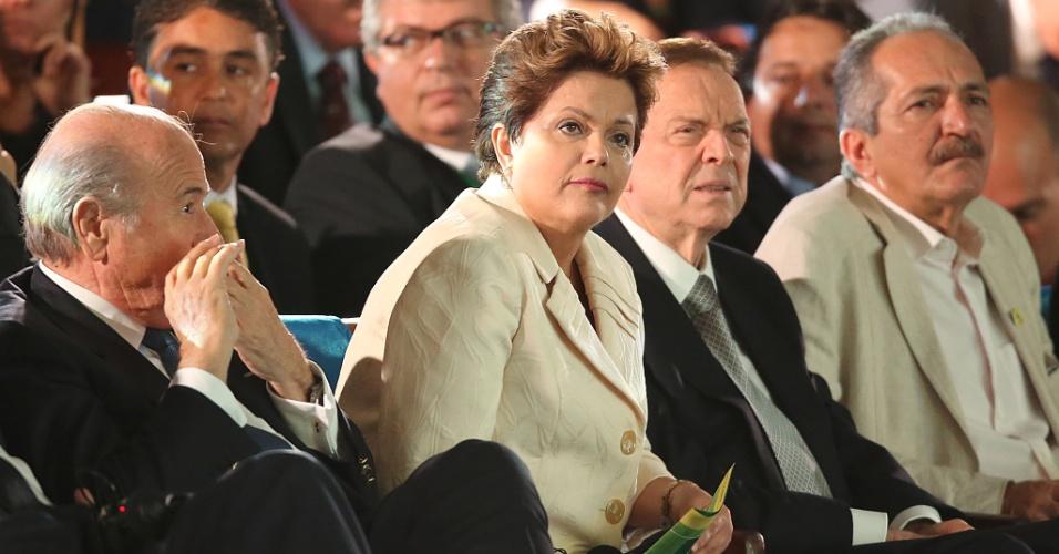 01.dez.2012 - Detalhe da presidente Dilma Rousseff, que assistiu à cerimônia de sorteio dos grupos da Copa das Confederações ao lado de Jose Maria Marin e Joseph Blatter.