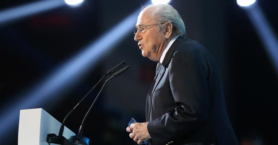 01.dez.2012 - Joseph Blatter, presidente da Fifa, discursa no palco montado no Anhembi, em São Paulo, para o sorteio dos grupos da Copa dos Confederações de 2013.