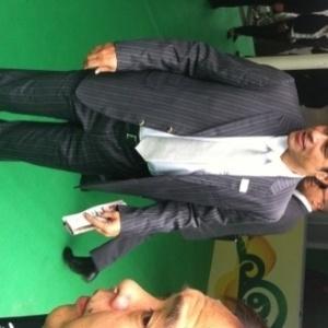 01.dez.2012 - O ex-jogador Raí, um dos convidados da cerimônia que sorteará os grupos da Copa das Confederações, chega ao Anhembi, em São Paulo.