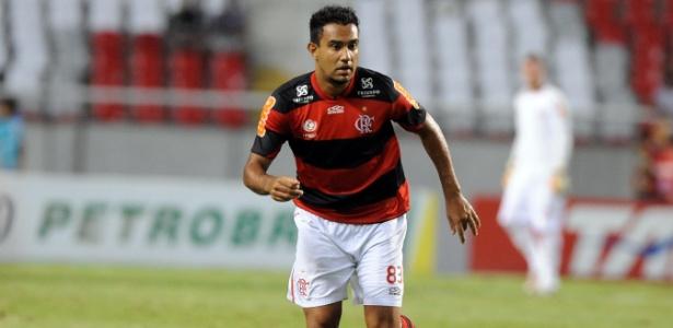 Zagueiro do Flamengo não quer saber de acomodação em 2013