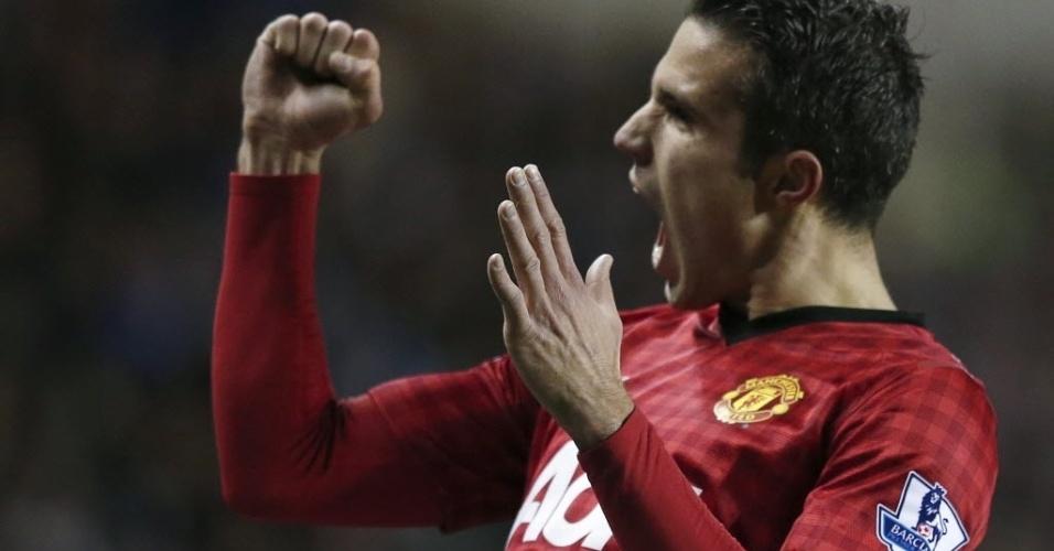 01.dez.2012 - Robin van Persie, atacante holandês do Manchester United, comemora depois de marcar o gol na partida contra o Reading, pelo Campeonato Inglês