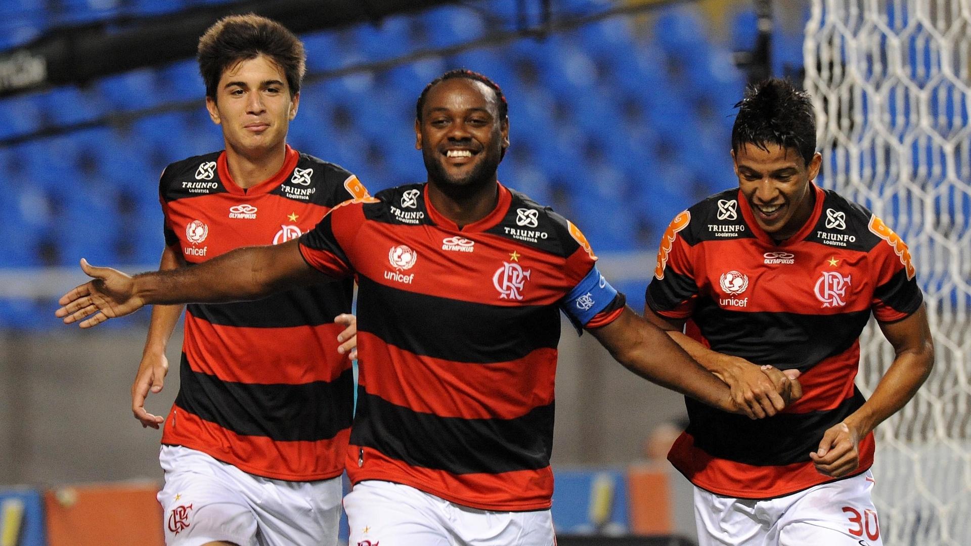 01.dez.2012 - Vagner Love comemora o segundo gol do Flamengo na partida contra o Botafogo