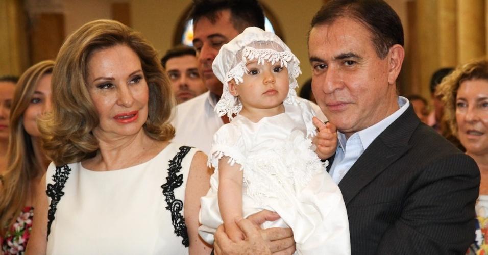 1. dez. 2012 - Amaury Jr e a mulher, Celina, batizam Alice, filha da apresentadora Daniela Albuquerque com Amilcare Dallevo Jr