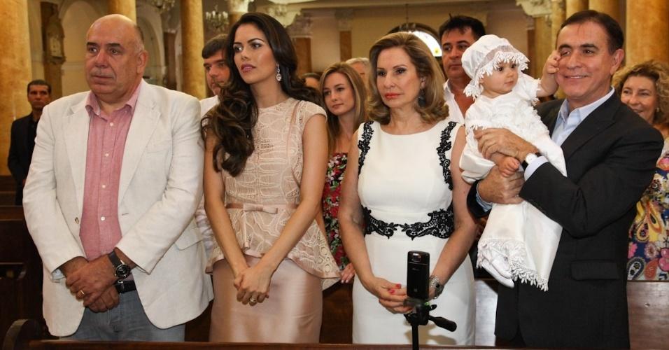 1. dez. 2012 - Amilcare Dallevo e Daniela Albuquerque, batizam sua filha Alice, na Paróquia Nossa Senhora do Rosário de Pompéia, em São Paulo