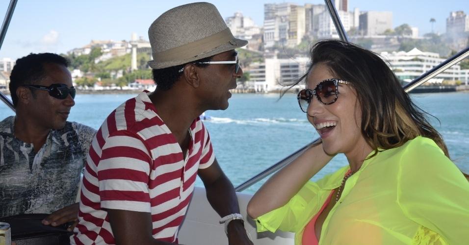 1. dez.2012 - O ator Luiz Miranda e a ex-BBB Anamara visitam ilhas na Bahia em evento que dá início ao versão baiano