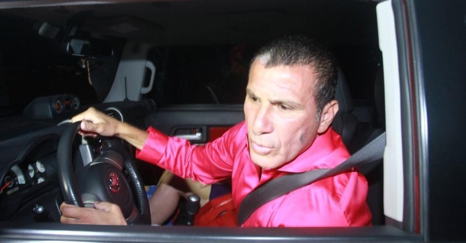 30.nov.2012 - Eri Johnson chega no aniversário de 39 anos de Angélica na casa da apresentadora em São Conrado, Rio de Janeiro