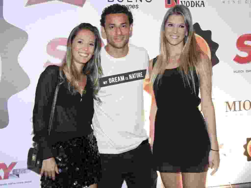 30.nov.2012 - Fred, Carol e Jade na festa de comemoração de 1 ano do Barzin, no Rio de Janeiro - Roberto Filho/AgNews