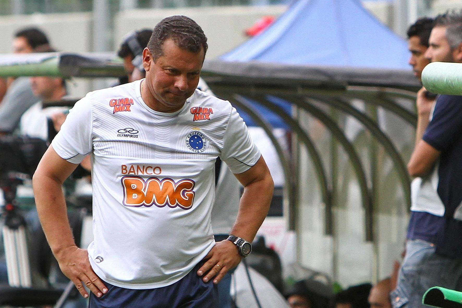 Celso Roth em sua despedida como treinador do Cruzeiro (2/12/2012)