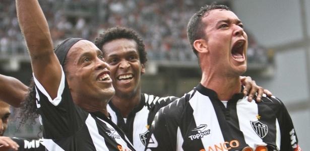 Ronaldinho, Jô e Réver comemoram vice-campeonato do Atlético-MG (2/12/2012)
