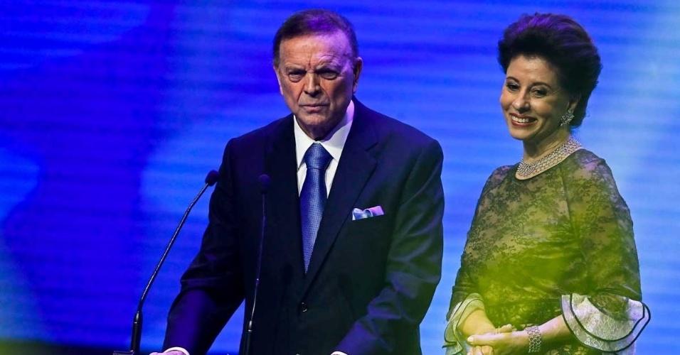 03.dez.2012 - José Maria Marin, presidente da CBF, discursa durante Prêmio do Brasileirão ao lado de sua mulher