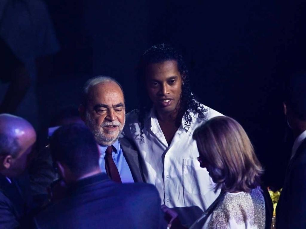 03.dez.2012 - Ronaldinho Gaúcho, meia do Atlético-MG que foi eleito um dos melhores meias do Brasileirão, aguarda o início da premiação