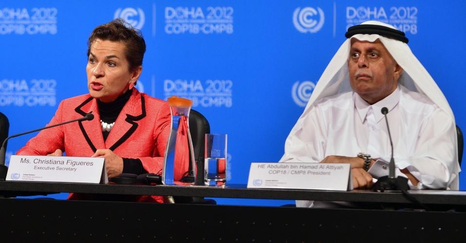 3.dez.2012 - A secretária executiva da conferência da ONU (Organização das Nações Unidas) sobre as Mudanças do Clima, Christiana Figueres (esq.), fala durante coletiva de imprensa em Doha, no Qatar