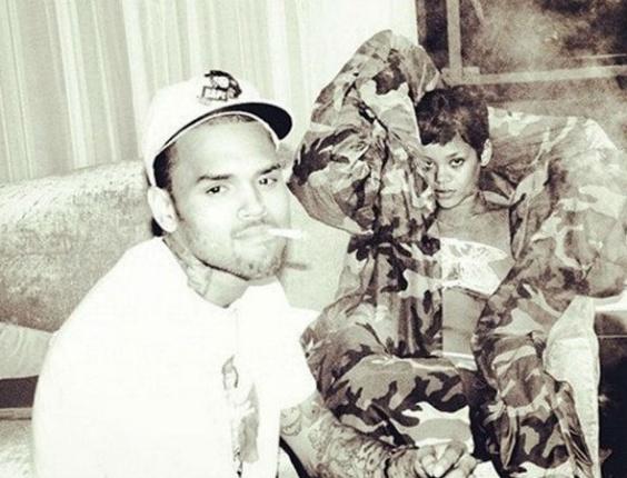 3.dez.2012 Chris Brown e Rihanna aparecem em foto publicada no Twitter do cantor