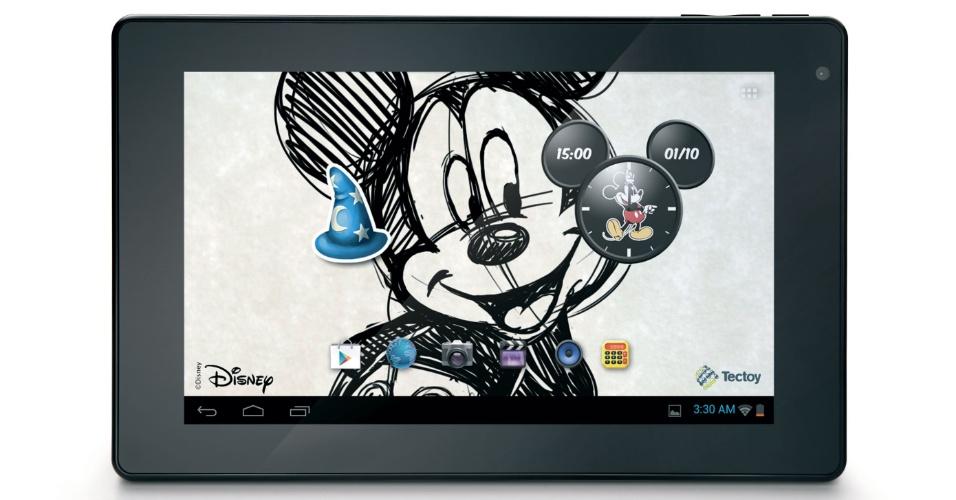 A Tectoy, em parceria com a Disney, vai lançar no mercado brasileiro o tablet do Mickey. O aparelho virá com com processador dual-core, tela touchscreen de 7 polegadas, sistema Android 4.0, 8 GB para armazenamento (expansível até 32 GB por cartão microSD) e duas câmeras (frontal de 0,3 megapixel e traseira de 2 megapixels). O portátil traz embarcado diversos papéis de parede da Disney, jogos e aplicativos temáticos. O tablet do Mickey chegará ao varejo na segunda semana de dezembro/12 e tem preço sugerido de R$ 599