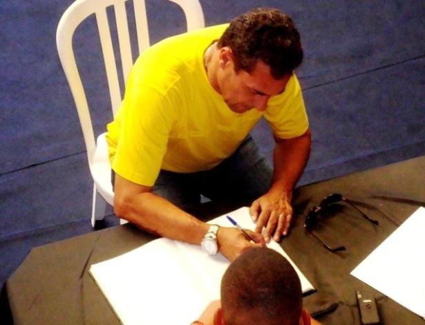 03.dez.2012 Vanderlei Luxemburgo declara seu voto em eleição presidencial do Flamengo