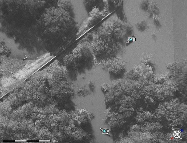 04.nov.2012 - Imagem capturada por avião não tripulado acompanha a movimentação de barcos suspeitos na fronteira do Brasil com a Argentina, em 2011