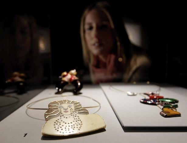 """4.dez.2012 - """"La Meduse qui Pleure"""", peça de ouro, mármore e diamantes, de Niki de Saint - Juan Carlos Cárdenas/EFE"""