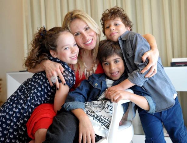 A consultora de moda Danielle Ferraz, de 37 anos, mãe dos trigêmeos Bárbara, Lorenzo e Leonardo, de sete - Reinaldo Canato/UOL