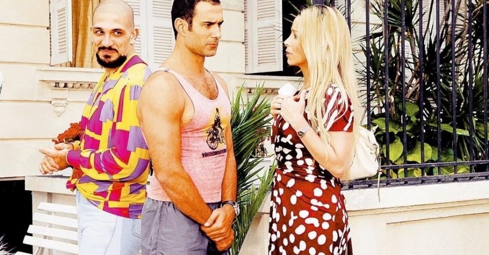 Os atores Miguel Nader, Marcos Pasquim e Danielle Winits em cena de