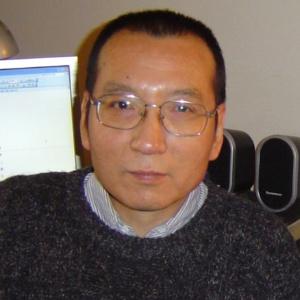 14.mar.2005 - O vencedor do prêmio Nobel da Paz Liu Xiaobo, em Guangzhou, no sul da China - AFP