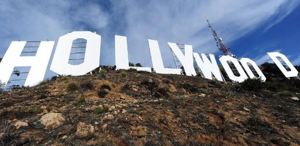 4.dez.2012 - O famosos letreiro de Hollywood após a pintura - Robyn Beck/AFP