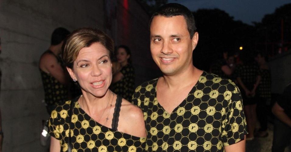 5.Dez.2012 - A apresentadora Astrid Fontenelle e seu namorado, Fausto Franco, vão ao camarote VIP para conferir o segundo show da cantora Madonna em São Paulo