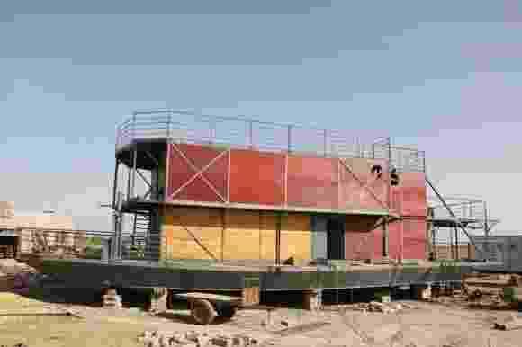 """5.dez.2012 - Com medo do fim do mundo, chinês Lu Zhenghai constrói """"Arca de Noé"""" - Reprodução/Xi?an News"""