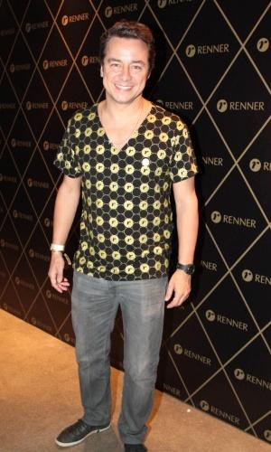 5.Dez.2012 - O ator Carlos Vieira vai ao camarote VIP para conferir o segundo show da cantora Madonna em São Paulo