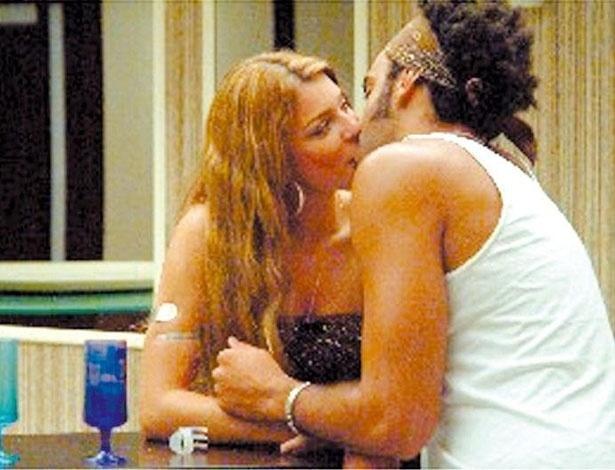 """Grazi Massafera e Alan Passos, do """"BBB5"""", começaram a namorar no confinamento. O relacionamento durou dois anos e acabou em 2007"""