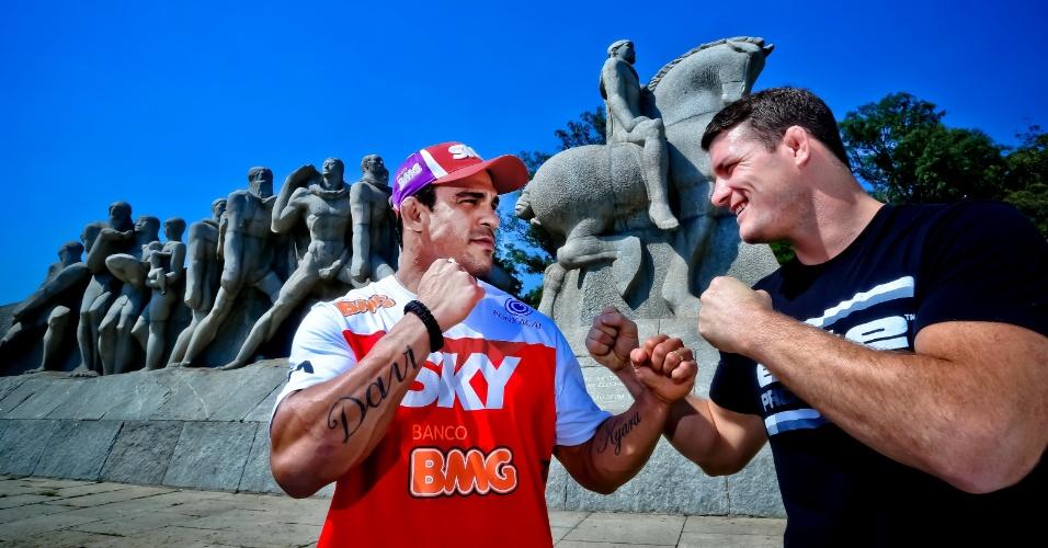 Vitor Belfort e Michael Bisping se encaram em frente ao Monumento às Bandeiras, em sessão de fotos para o UFC São Paulo