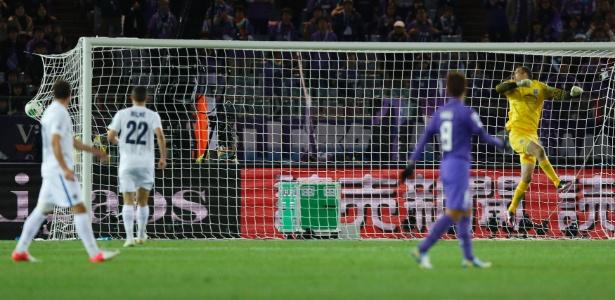Cafusa fez estreia oficial com chute sinuoso em gol do Hiroshima no Mundial da Fifa