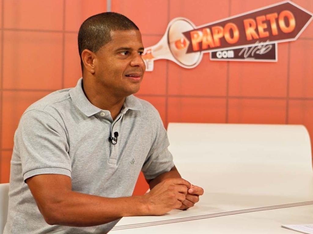 06.dez.2012 - Marcelinho Carioca durante entrevista ao apresentador Neto, no 'Papo Reto'