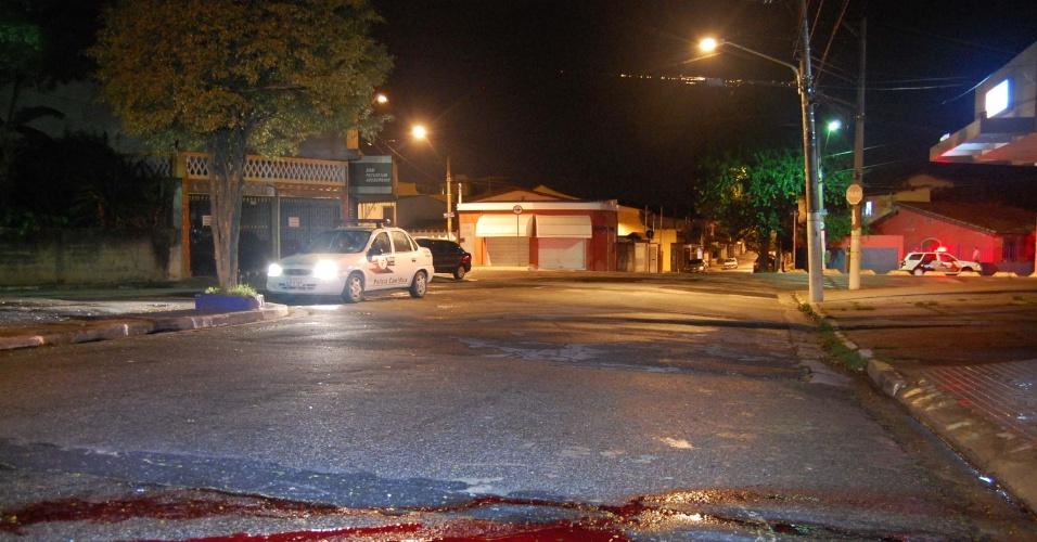 6.dez.2012 - Homem foi assassinado a tiros na Vila Friburgo, região do Socorro, na zona sul de São Paulo