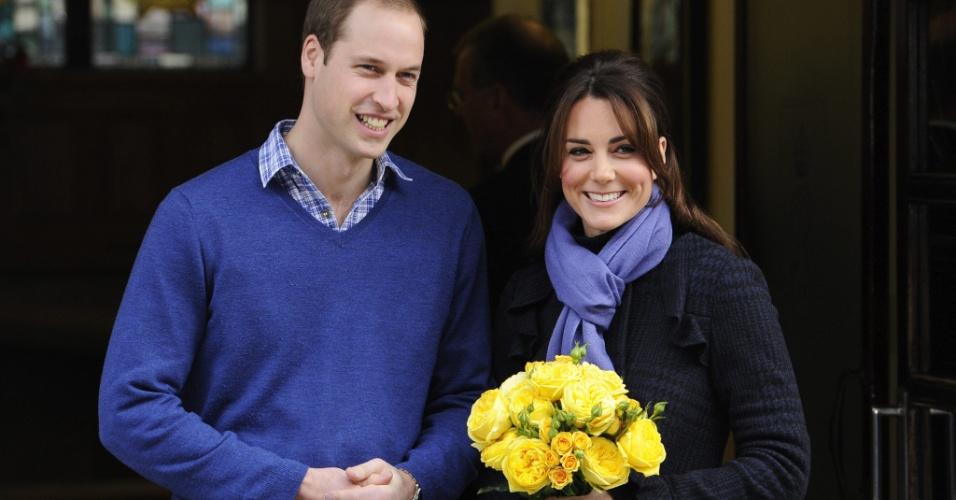 6.dez.2012 - A duquesa de Cambridge, Kate Middleton, e o príncipe William, seu marido, deixam o hospital King Edward VII