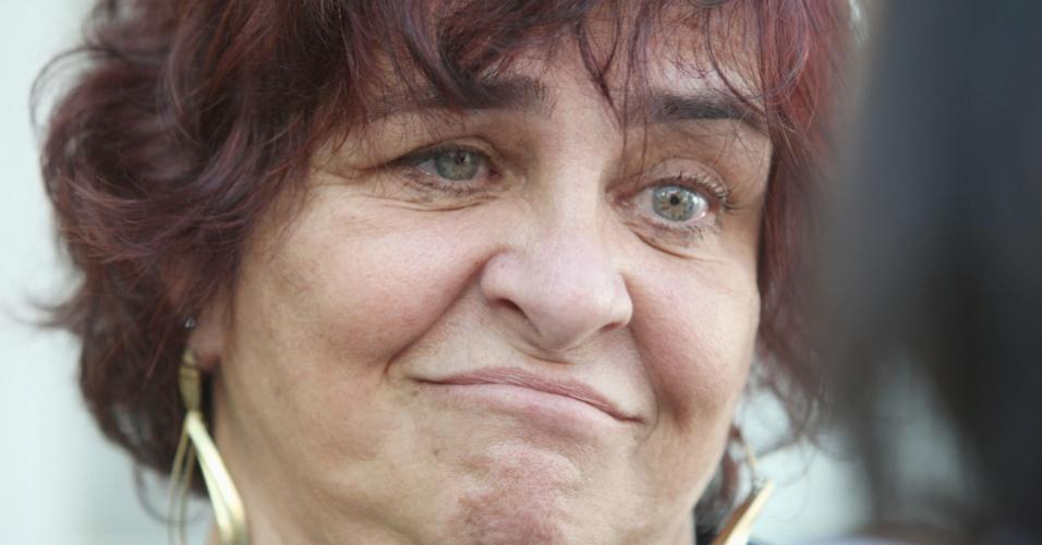 6.dez.2012 - A neta de Oscar Niemeyer, Ana Lúcia , comparece ao Hospital Samaritano, no Rio de Janeiro, após a morte do arquiteto. Ele morreu na quarta- feira (05) à noite vítima de infecção respiratória, aos 104 anos