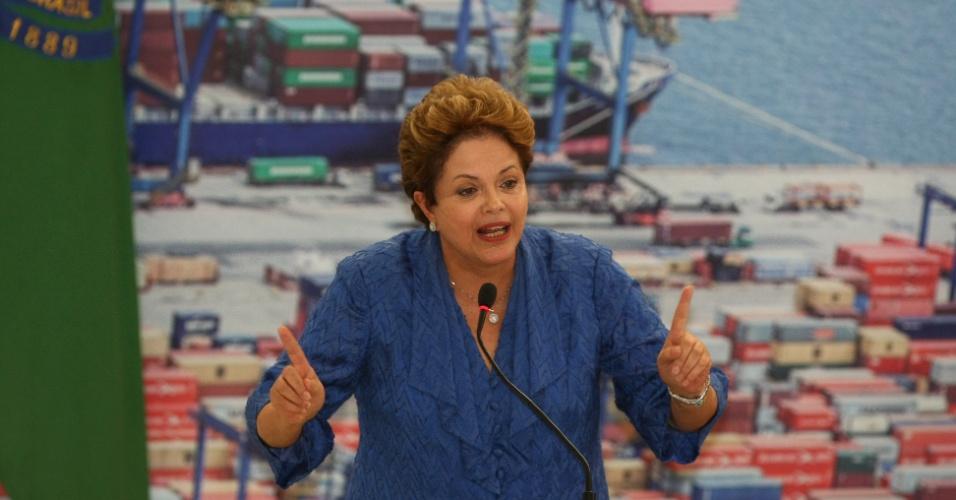 6.dez.2012 - A presidente Dilma Rousseff participa no Palácio do Planalto da cerimônia de anúncio do Programa de Investimentos Logística: Portos
