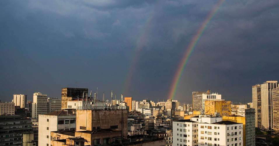 6.dez.2012- Após chover na tarde desta quinta-feira (6), um arco-íris pôde ser visto no centro de São Paulo