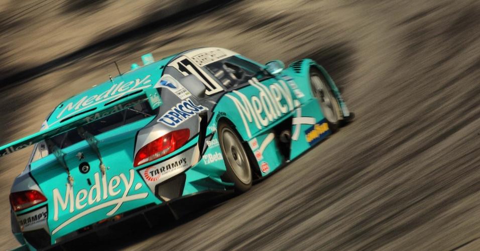 Barrichello acelera carro da Stock Car