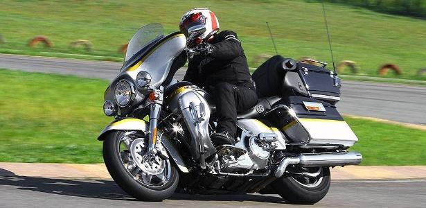 A Harley-Davidson Ultra Classic Electra Glide CVO é modelo luxuoso e exclusivo: só 50 vieram para o Brasil  - Mario Villaescusa/Infomoto