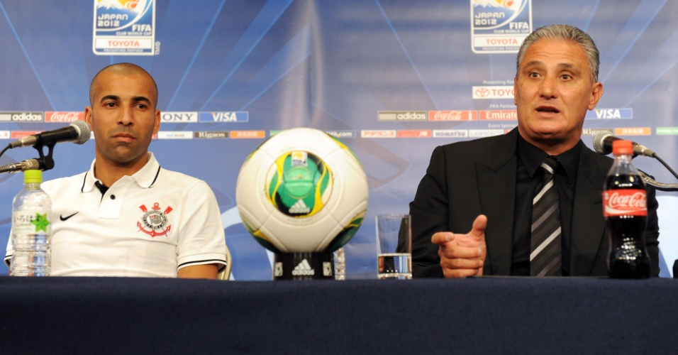 07.dez.2012 - Emerson Sheik e técnico Tite concedem entrevista coletiva após primeiro treino do Corinthians no Japão