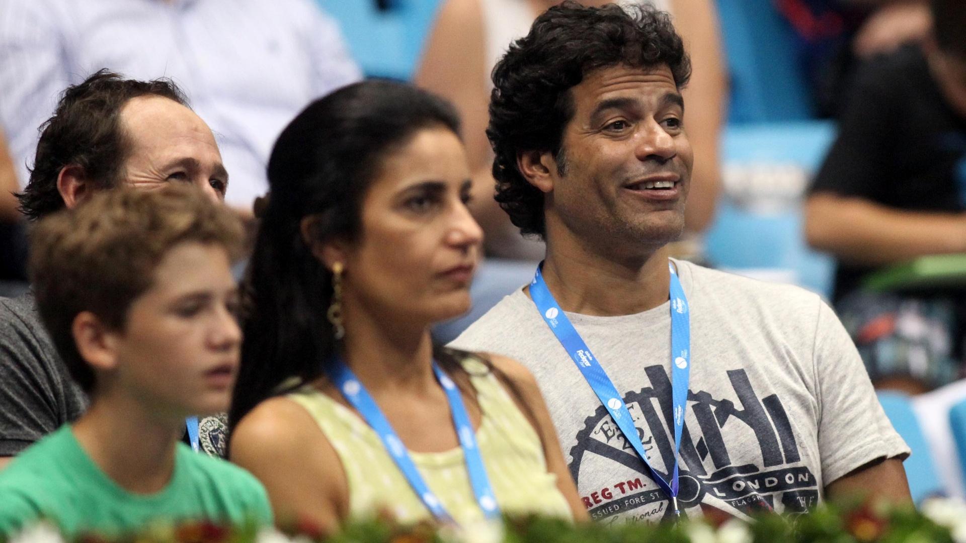 07.dez.2012-Ex-jogador de futebol, Raí acompanha das arquibancadas do Ginásio do Ibirapuera partida entre Bellucci e Tsonga