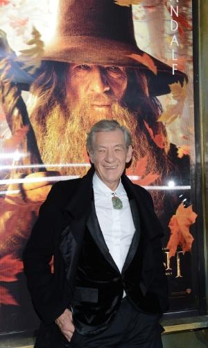 6.dez.2012 - Ian McKellen no tapete vermelho da pré-estreia de