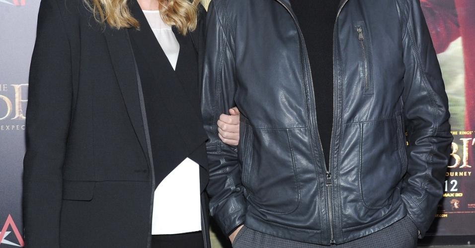 6.dez.2012 - Terry O'Quinn e sua mulher no tapete vermelho da pré-estreia de