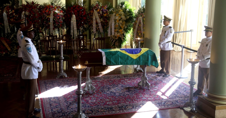 7.dez.2012 - Caixão com o corpo do arquiteto Oscar Niemeyer é velado no Palácio da Cidade, sede oficial da Prefeitura do Rio de Janeiro