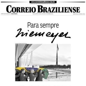 7.dez.2012  - Capa do Correio Braziliense mostra o caixão de Niemeyer sendo carregado em Brasília