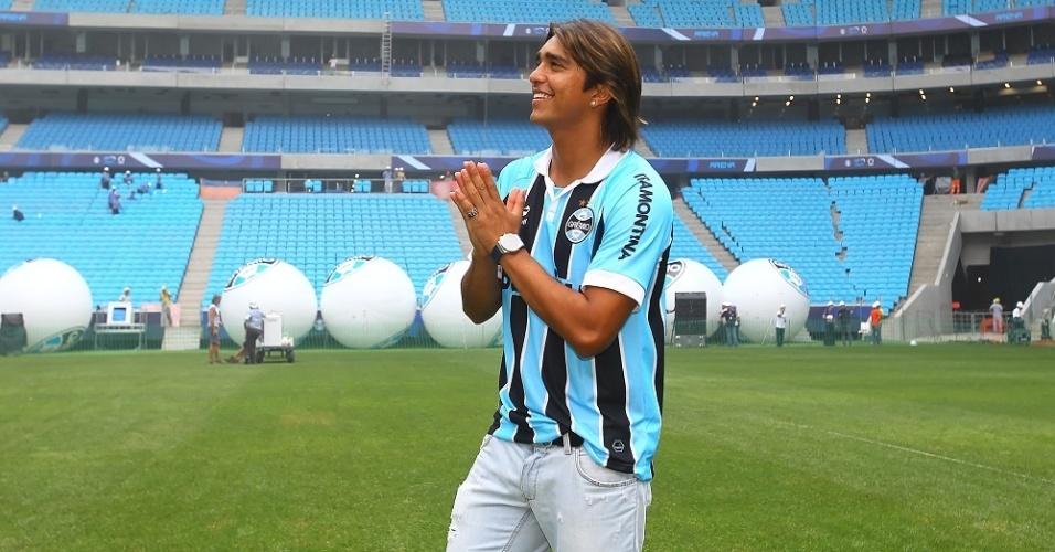 Marcelo Moreno visita Arena do Grêmio e sonha em marcar primeiro gol do estádio