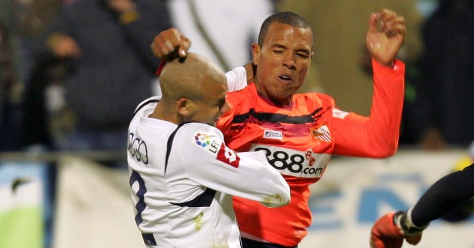 o jogador brasileiro Luis Fabiano troca socos com o uruguaio Diogo na derrota para o Zaragoza